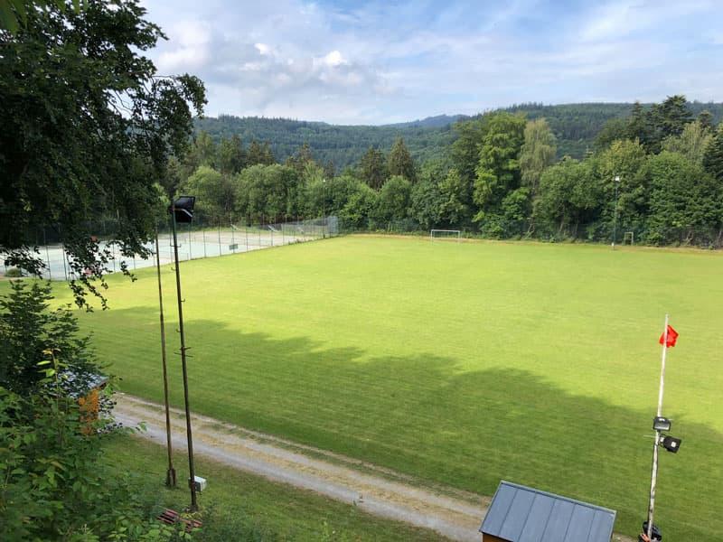 Sportplatz bzw. Waldstadion Schielberg in Blickrichtung links
