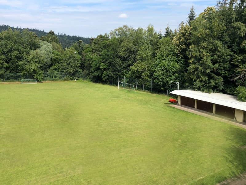 Sportplatz bzw. Waldstadion Schielberg in Blickrichtung rechts